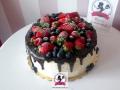 tort-marzenie-drip-cake-czekolada-truskawka